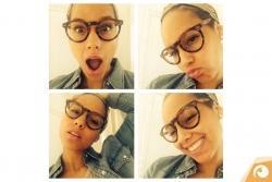 Stars mit Brille: Alicia Keys trägt havannafarbene Kunststoffbrille | Offensichtlich Berlin