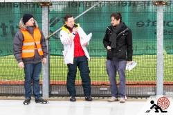 2016-01-Buegeleisen-Curling-Berlin-05-Der-Schiri-nimmt-es-genau-Offensichtlich