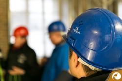 Sicherheit geht vor ! Mit Helm und Sicherheitsschuhen ging es über die Großbaustelle der Berliner Staatsoper Unter den Linden