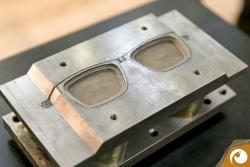 Ein Formwerkzeug für die Titanbrillen von Götti | Offensichtlich Berlin