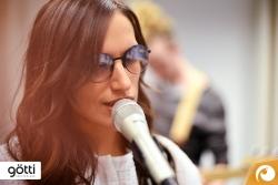 Sängerin Lea Lu mit Götti Sonnenbrille Tamal-S mit modischen halb verspiegelten Gläser   Offensichtlich Berlin