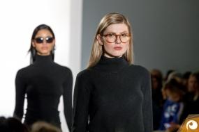 Julius von Framers macht sich gut auf dem Laufsteg | Margotte Sonnenbrillen Offensichtlich FashionWeek FRAMERS MAISONNOEE