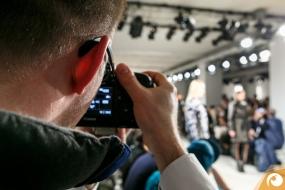 Norman Wensky bei der Arbeit // Foto: Maximilian Leitner | Offensichtlich Berlin FashionWeek FRAMERS MAISONNOEE