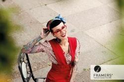 Brillendesignerin Sarah Settgast trägt nur Framers | Offensichtlich.de
